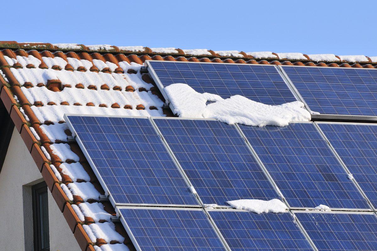 Miten talvi vaikuttaa aurinkovoimaloiden tuottoon tai asennukseen ja muita kysymyksiä